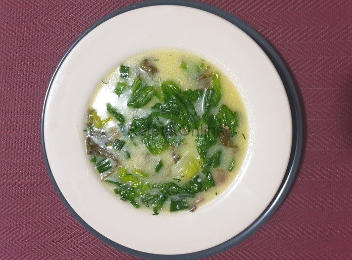 Ciorba de salata verde si macris cu afumatura