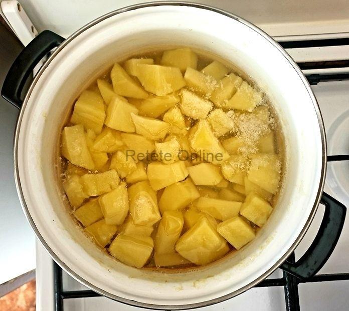 Curata cartofii, spala-i