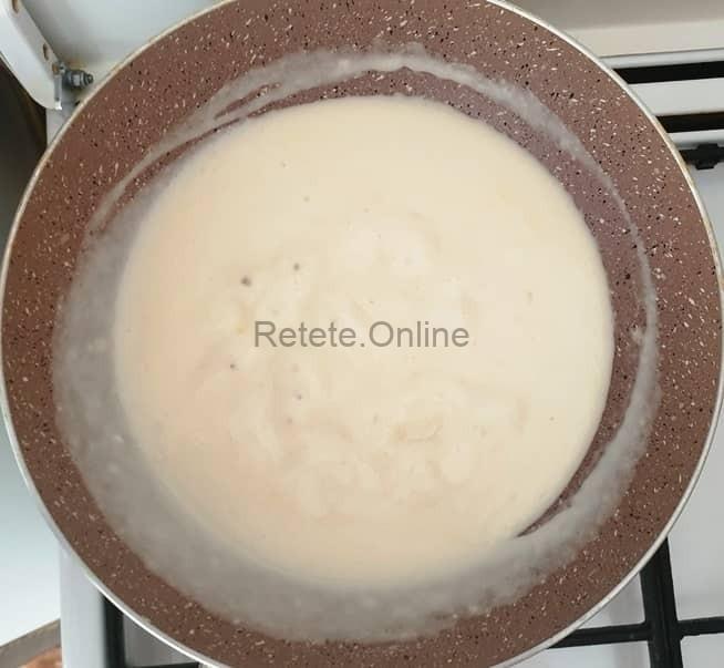 Lasa sosul la fiert timp de 10 minute
