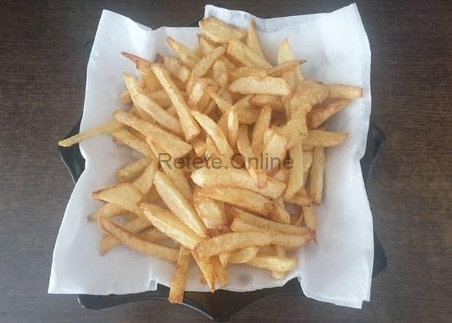 Scoate cartofii pentru shaorma