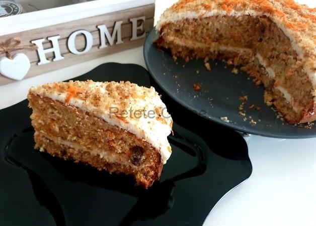 Tort de morcovi cu crema de branza