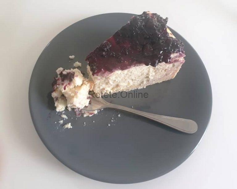 Lasa cheesecake-ul la frigider peste noapte