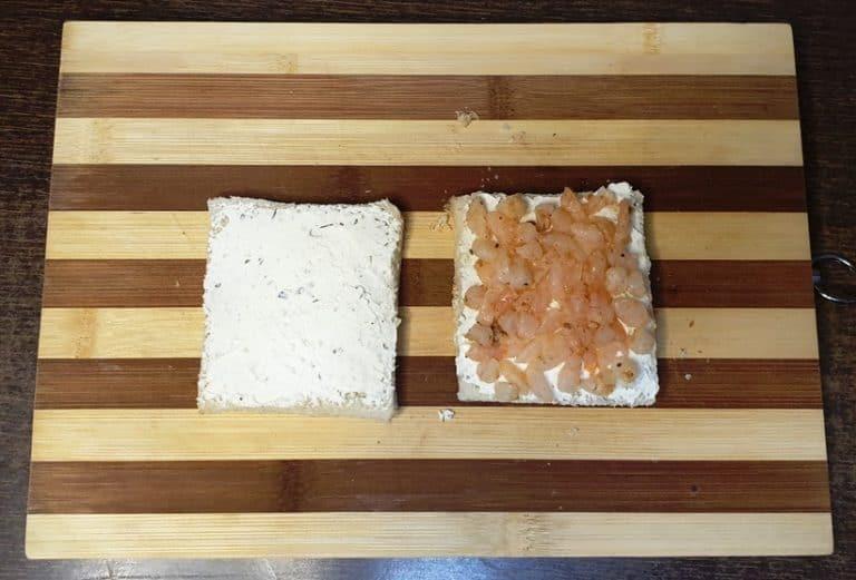 Ia doua felii de paine toast