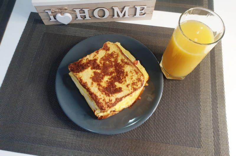 Reteta sandwich cald cu omleta