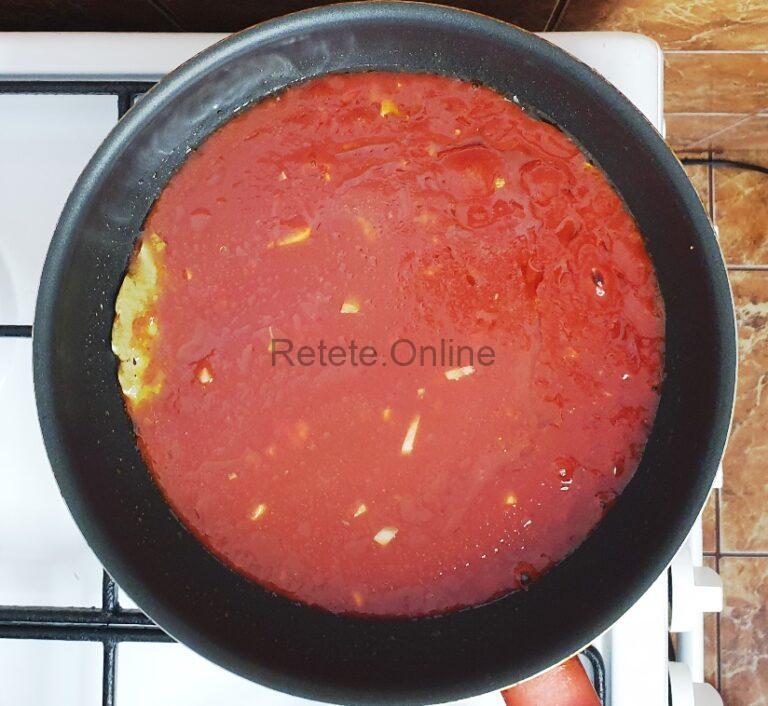 Prepara sosul de rosii